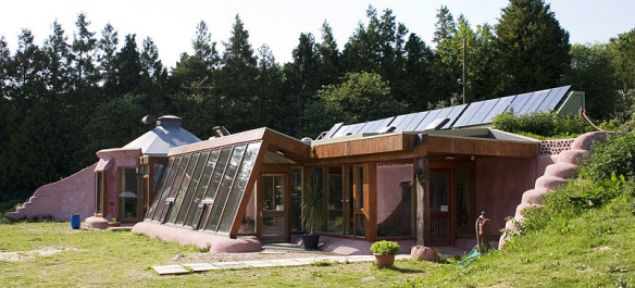 800px-earthship_brighton_front